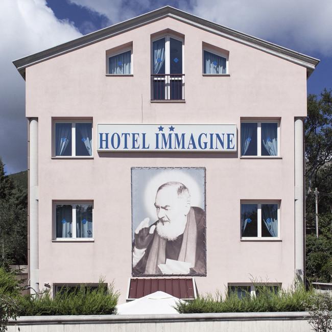 Hotel Immagine, Predappio (FC), aprile 2012. Nostalgici riuniti al cimitero di San Cassiano per l'anniversario