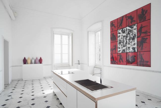 """Andy Warhol sul comò"" allestimento Villa Croce foto Ravera/Positano"