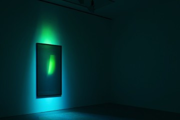 James Turrell, Untitled (12NOG+C), 2008, Proiezione di luce su lastre di vetro, Collezione Museion /prestito a lungo termine dalla Collezione Lodovico Rocca. Foto Meneghel