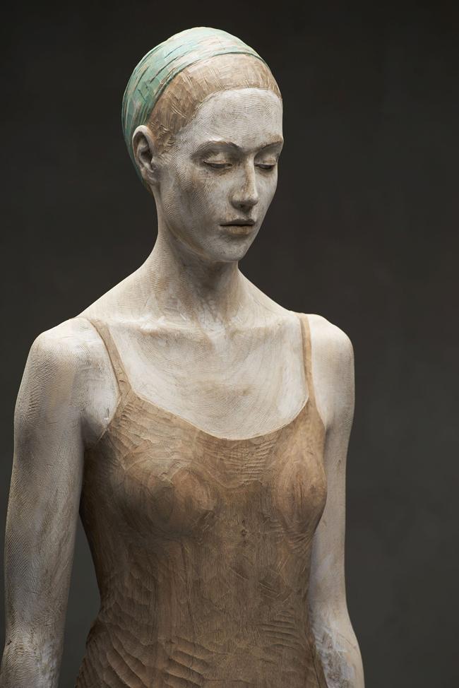 Bruno Walpoth, Johanna, 2015, legno di noce, cm 61x35x21_foto Egon Dejori