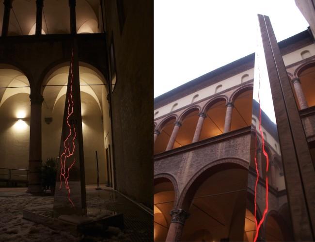 Nicola Evangelisti, Earth Light, 2010, scultura luminosa in acciaio inox, tubi a catodo freddo, plexiglas