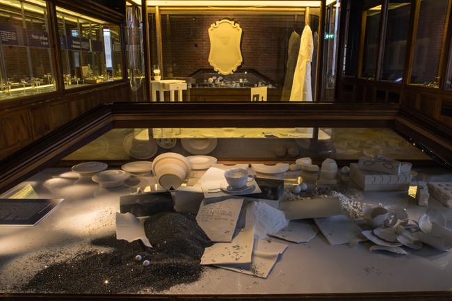 Matilde Domestico, Esistenza di porcellana, 2015, installazione all'interno della mostra IL MONDO IN UNA TAZZA Storie di porcellana, Palazzo Madama - Museo Civico d'Arte Antica, Torino