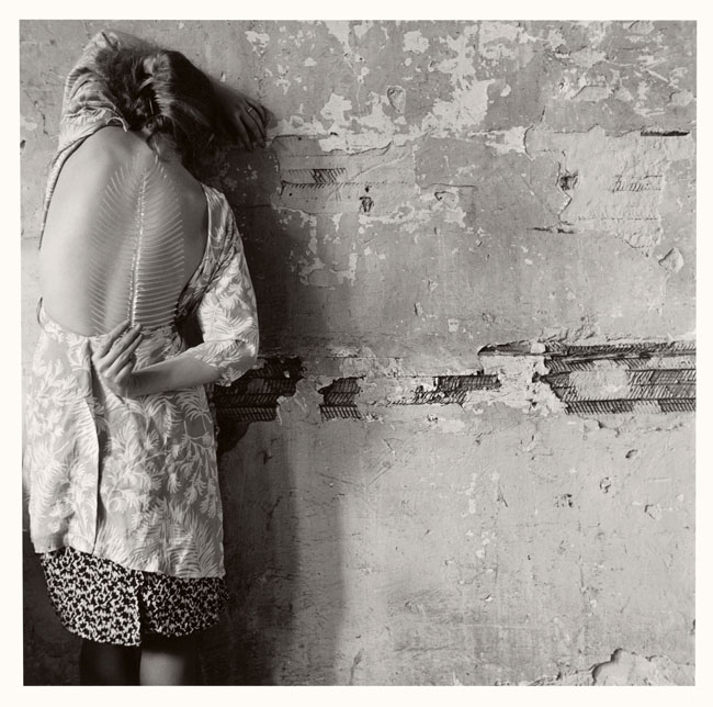 Francesca Woodman, Untitled, New York, 1979/2001 Schwarz-Weiß-Silbergelatineabzug auf Barytpapier/ Black-and-white gelatin silver print on barite paper © Courtesy George and Betty Woodman, New York / SAMMLUNG VERBUND, Wien