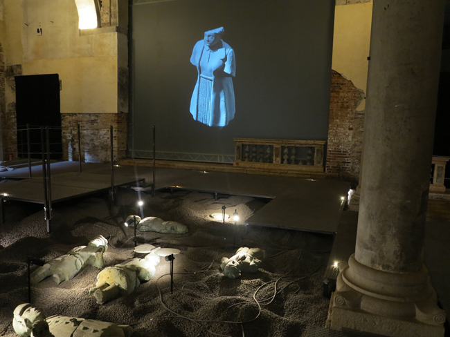 Grisha Bruskin, La collezione di un archeologo, dettaglio installazione video
