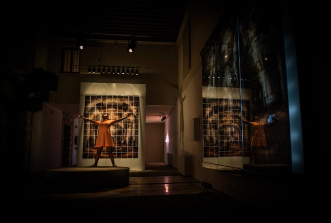 Dancing makes me joyful, veduta installazione e performance, Palazzo Flangini, Venezia, Foto: Trey Ratcliff