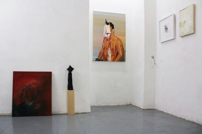 L'esprit de l'escalier, veduta d'insieme con le opere di Lorenzo Aceto, Marco Gobbi, Maurizio Bongiovanni, Kensuke Koike, Rachele Maistrello, Tiziano Martini.