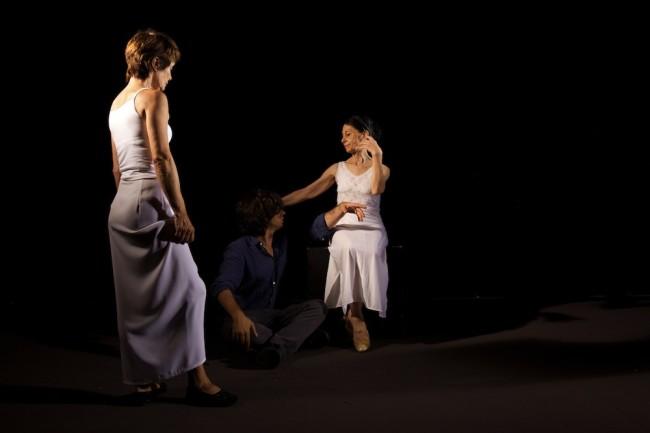 Yuval Avital, Alma Mater, immagini scattate durante la realizzazione del video con le ballerine Liliana Cosi e Oriella Dorella Photo credit: Michele Innocente