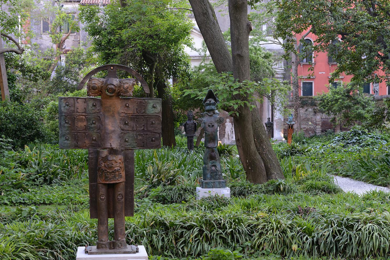 """Guerrieri di bronzo nel """"brolo"""": le sculture di matta a venezia ..."""