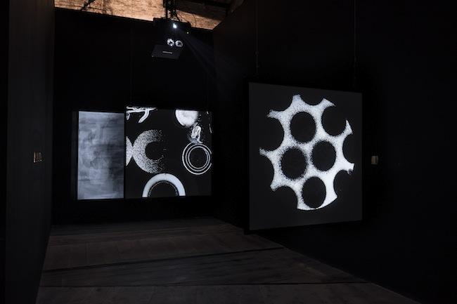 Aldo Tambellini Study of Internal Shapes and Outward Manifestations, 2015, installazione multischermo, HD, colore, son., 10'. Partitura sonora Belfi Rocchetti_Ambrosio 1.1-7