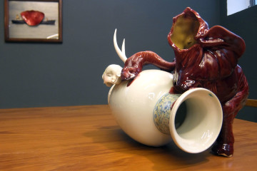Arianna Carossa, Red elephant broken, 40x28x 25 cm, ceramic 2015, courtesy dell'artista
