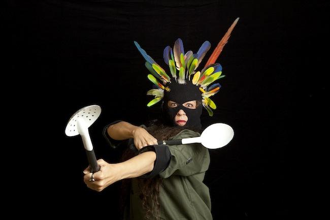 """Tutorial de cuchara, Videoperformance, tres fotogramas, duración 01' 13"""", 2012"""