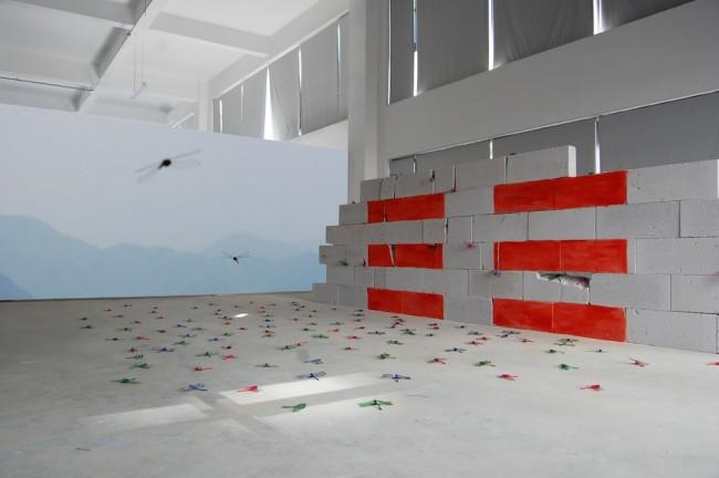 Maria Rebecca Balestra, Journey into Fragility, I'm because you are..., opera site specific realizzata per la tappa in Cina, mattoni, video, libellule di plastica, pittura industriale rossa