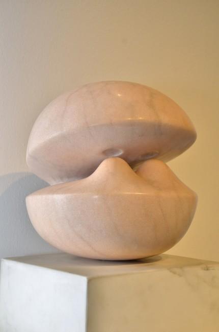 Agustin Cárdenas, La boule Rose, 1971, marmo rosa, 30x30x30 cm Foto Lapo Cozza