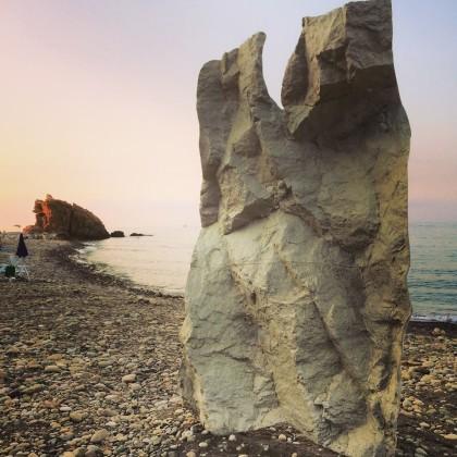 A Sicilian Walk, Castel di Tusa (Me), Giacomo Rizzo, Respiro, scultura in resina. Foto: Alberto Laganà
