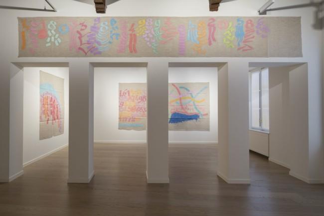 Installation view, Giorgio Griffa, Canone aureo Foto Agostino Osio