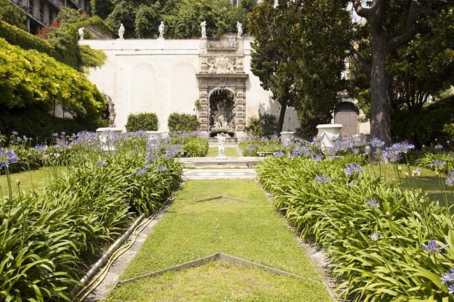 Palazzo Lomellino, veduta del ninfeo del giardino, foto Giovanna Silva (da ÔÇ£Follow me. Susan Philipsz a Genova, Humboldtbooks, 2015)