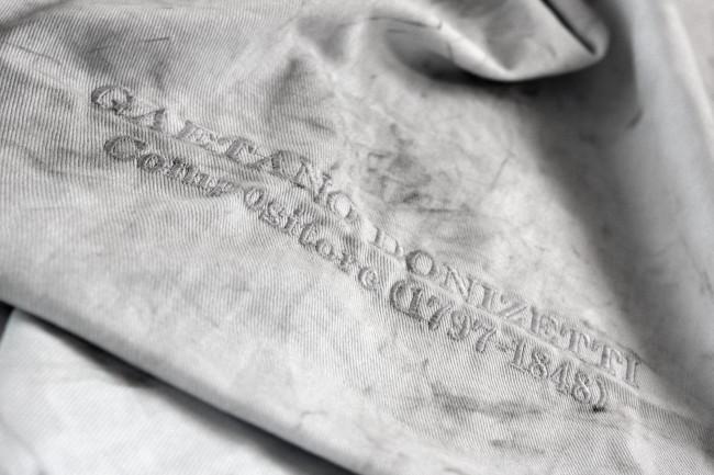 Gino Sabatini Odoardi, Senza titolo con G.D. (part.), 2015, cotone ricamato, polvere, grafite, polistirene, cm 55x68x4 (2)