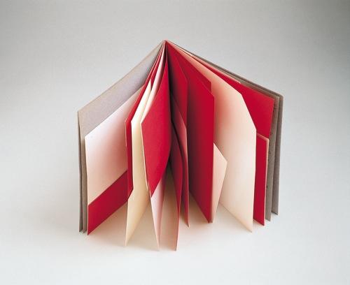 Bruno Munari, Libro illeggibile rosso e bianco, 1953, carta rilegata, 25x25 cm