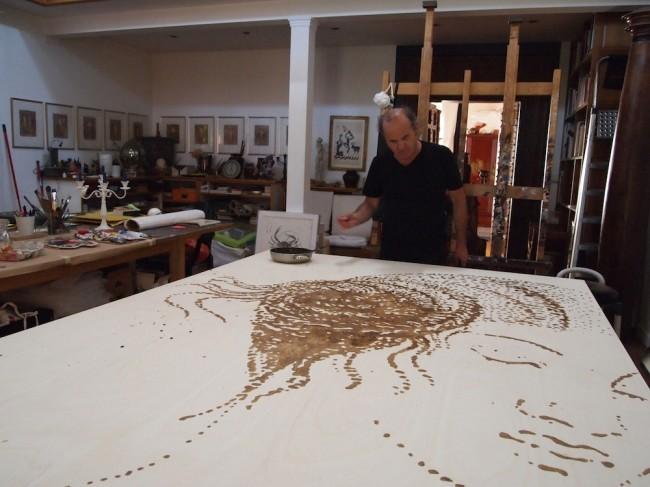 Omar Galliani al lavoro nel suo studio © Luca Trascinelli