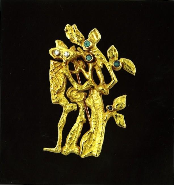 Afro, Apollo e Dafne, 1965 circa, spilla in oro con 4 smeraldi e 2 diamanti