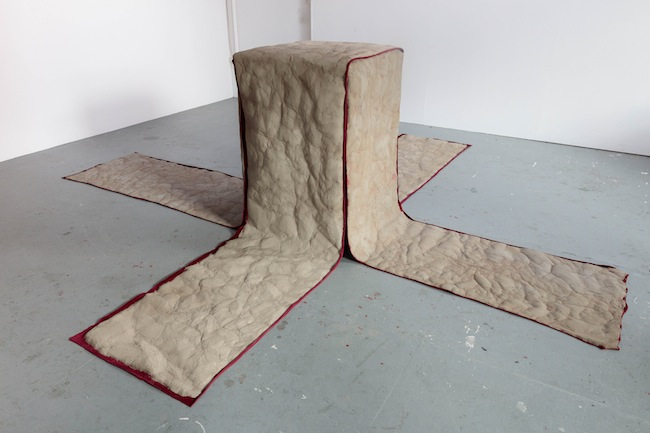 Ana Genovés, Cracked clay cross (2015) Wood, velvet, clay 120x400x400 cm. Courtesy the artist