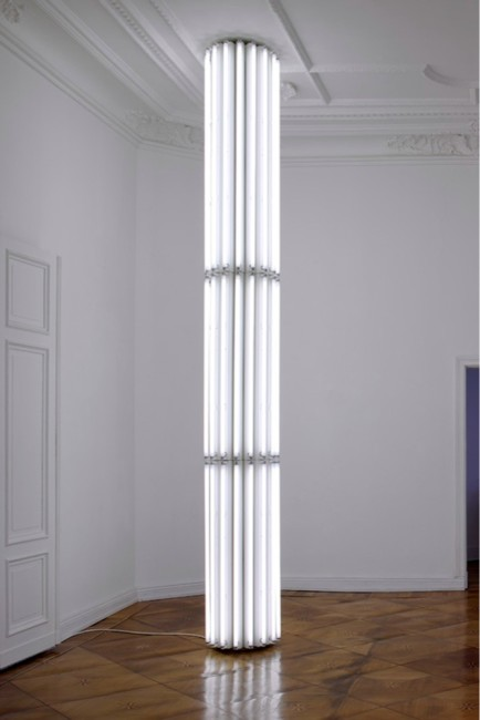 Cerith Wyn Evans, Untitled (Column), 1, 2008, wood, 48 fluorescent tubes and lamp fixtures © Cerith Wyn Evans Courtesy Galerie Neu, Berlin