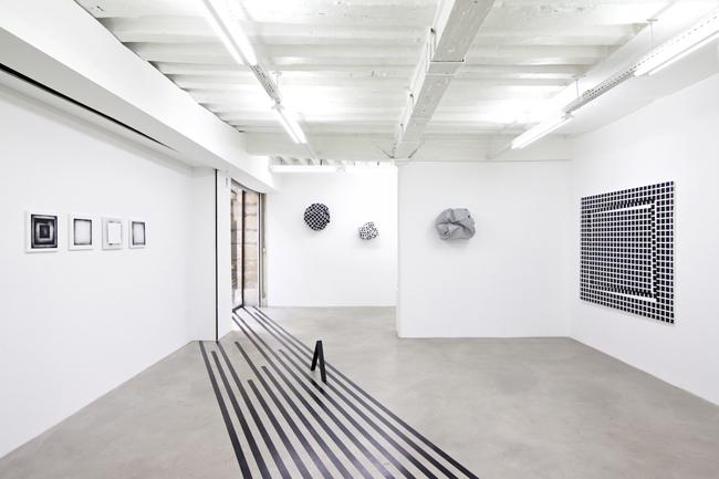 Exhibition view Esther Stocker 2015, Copyright Takeshi Sugiura, Courtesy Galerie Alberta Pane7