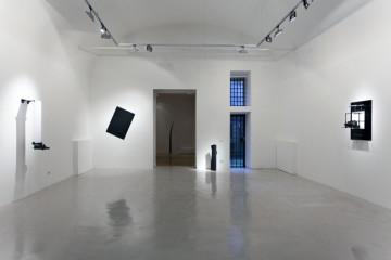 Emmanuele De Ruvo, Degrees of freedom, veduta installazione. Montoro 12, Roma
