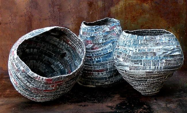 Sara Dario (Venezia 1976) Favela (Installazione), 2015 Fotoserigrafia su porcellana e colombino, misure varie