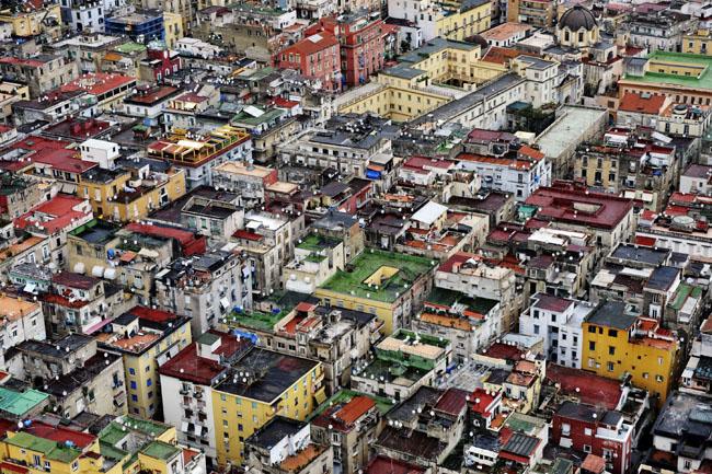 Veduta aerea del centro di Napoli, 31 marzo 2009, circa 2000 anni dopo l'eruzione del Vesuvio FOTO: MARIO LAPORTA