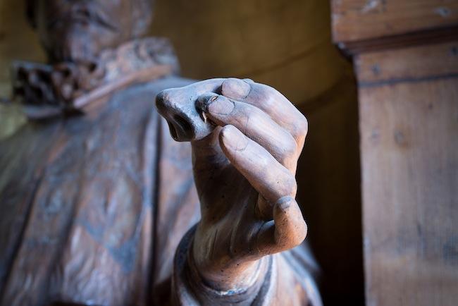 Nicola Samorì, Gare du Sud, dettaglio della mano del Tagliacozzi che regge un naso. Foto: Rolando Paolo Guerzoni