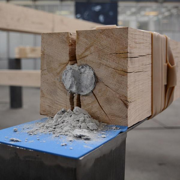 ENRICO GAIDO - 502,65 cm3, 2015 Installazione, rovere, agente demolitore, ferro, neoprene, fasce elastiche, 430x430x100 cm. Courtesy VAN DER [Torino]
