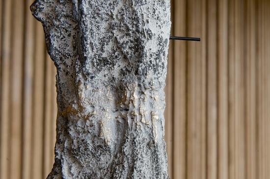Giorgio Andreotta Calò, Clessidra (serie AB), veduta installazione e dettagli, courtesy Cantina Antinori. Foto di Nuvola Ravera