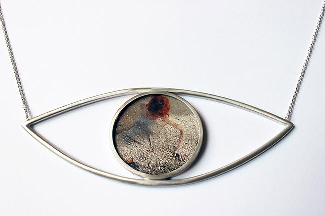 Francesca Della Toffola, OCCHIO, 2015, collana, 3 esemplari in argento 925, vetro e stampa fotografica su carta cotone, cm 5,3x14, firma al retro