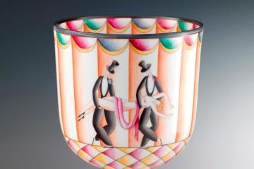 Gio Ponti, Coppa Funéraille de Thais, 1925 (decoro), 1923 (forma), porcellana decorata a cromo e dipinta a mano, 19 cm di altezza © Associazione Amici di Doccia / Arrigo Coppitz
