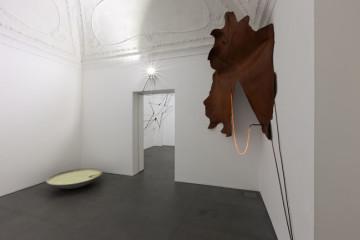 Gilberto Zorio. 2015, Napoli, veduta della mostra (terza stanza), Lia Rumma, Napoli