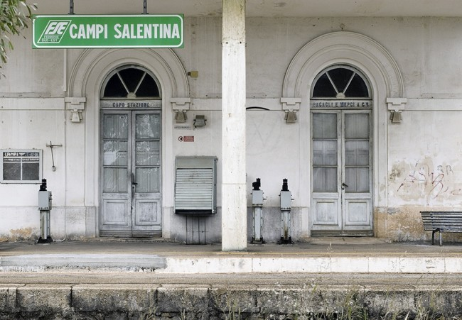 Mario Cresci, Campi salentina, 2006. fotografia. Courtesy Museo della fotografia del Politecnico di Bari