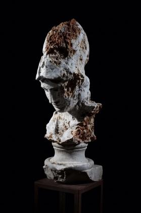 Massimiliano Pelletti, Atena, 2016, pietra grezza e marmo, cm 37x45x94