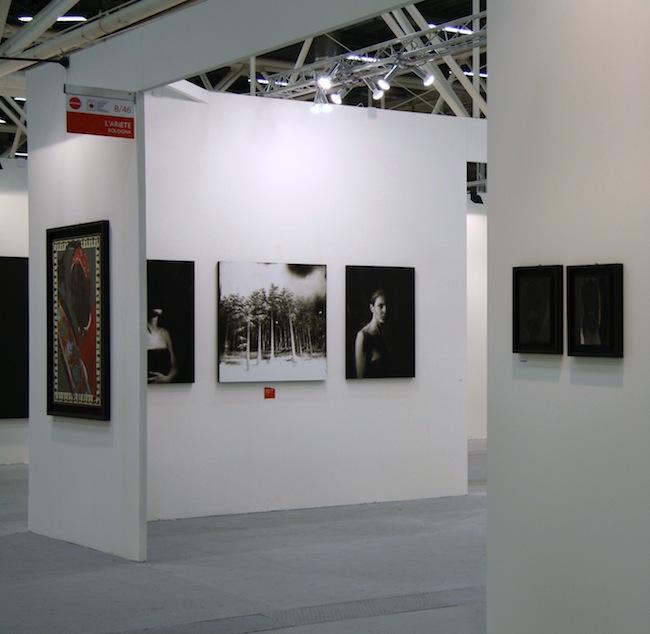 Veduta dello Stand de L'ARIETEartecontemporanea, Bologna, con le opere di Aldo Mondino e Ettore Frani