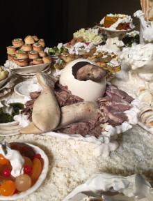 Sissi, L'imbandita, 2016 Ceramiche maiolicate A cura di Maura Pozzati  Oratorio di San Filippo Neri, Fondazione del Monte, Bologna. Foto: Ilaria Medda