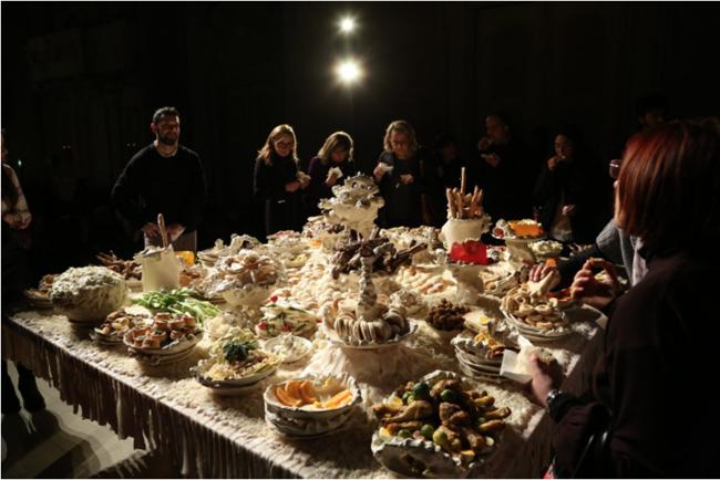 Sissi, L'imbandita, 2016 Ceramiche maiolicate A cura di Maura Pozzati  Oratorio di San Filippo Neri, Fondazione del Monte, Bologna. Courtesy Fondazione del Monte