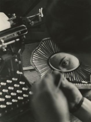 JAKOB TUGGENER, Nell'ufficio della fonderia, fabbrica di costruzioni meccaniche Oerlikon, 1937 © Jakob Tuggener Foundation, Uster