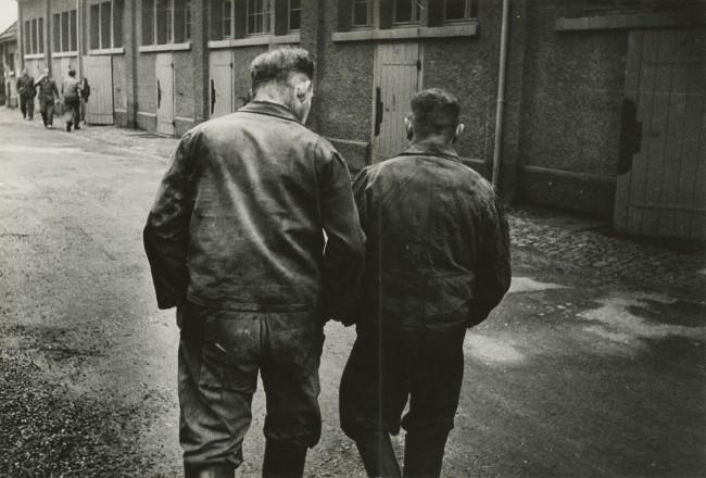 JAKOB TUGGENER, Senza titolo, Geigy, Basilea, 1953. Courtesy Jakob Tuggener Foundation, Uster