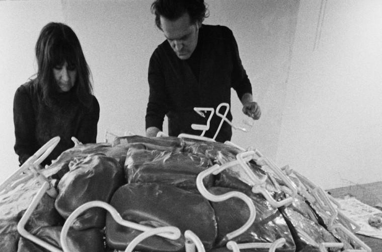 Marisa e Mario Merz presso la Galleria L'Attico, 1969 Foto di Claudio Abate