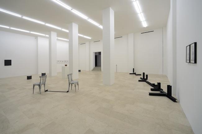 Teoria ingenua degli insiemi, installation view, Courtesy P420, Bologna. Foto: Michele Sereni