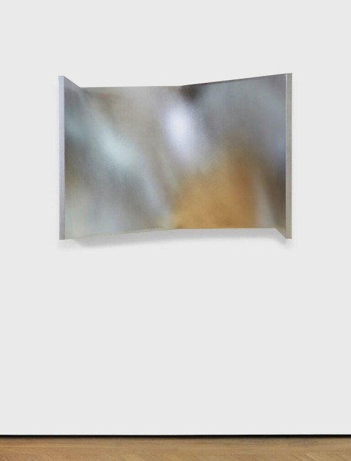 Enrico Castellani, Superficie biangolare cromata, 2011, acrilico su tela, 70x50x100 cm © Kim Hardy Photography Courtesy Fondazione Enrico Castellani