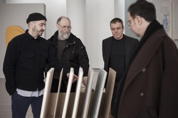 La Giuria davanti all'opera di Baruzzi. Da sinistra Baruzzi, Arienti, Canova, Menegoi