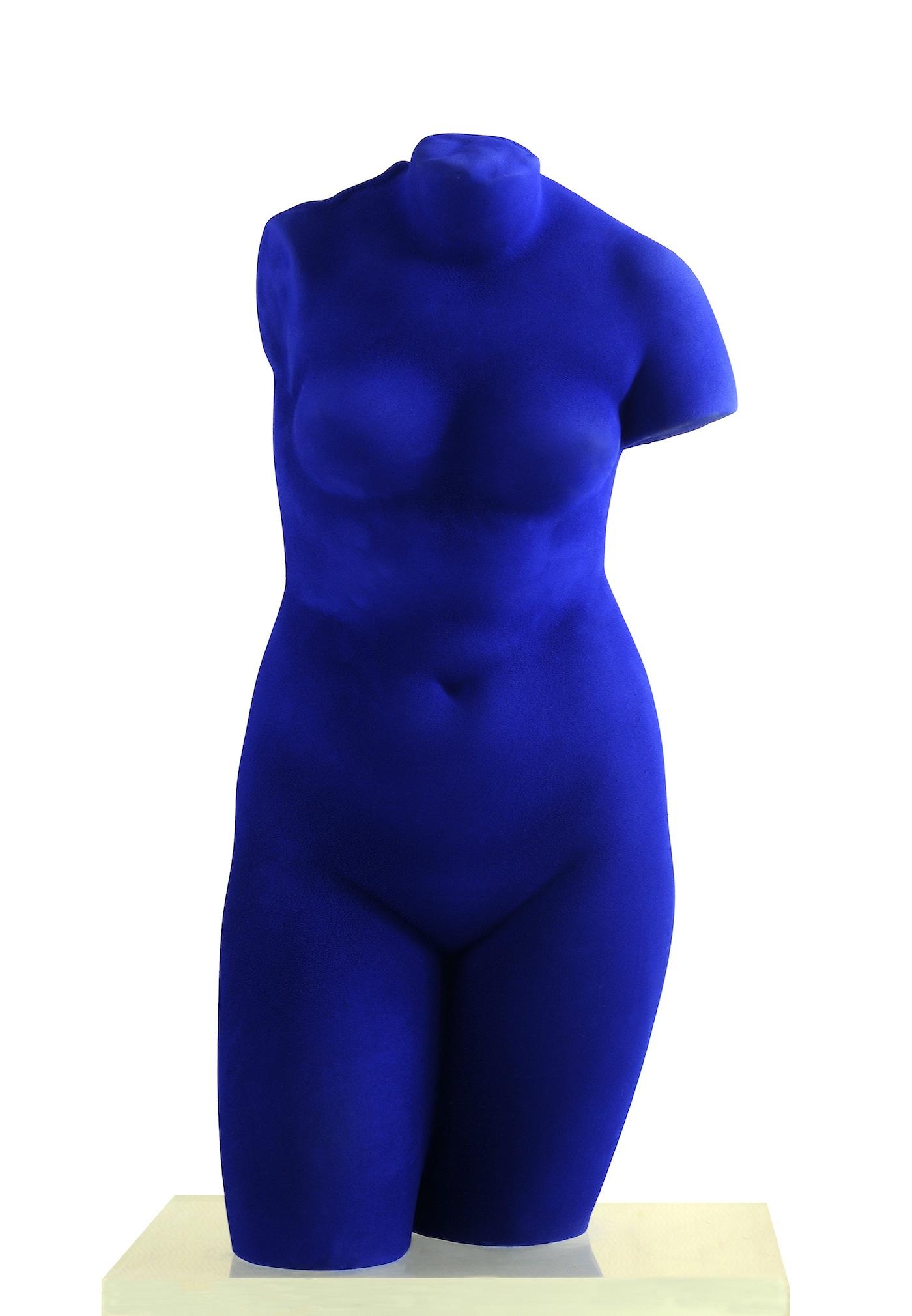 Yves Klein, Venus d'Alexandrie, 1962, pigmento ikb su resina, cm 72×35×26, Collezione privata Stefano Contini