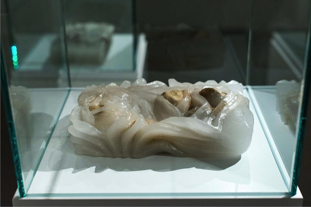 Memories#2 2015 scultura, creta cruda e paraffina 21x14x5 cm Courtesy dell'artista e Galleria Passaggi, Pisa Foto: Dania Gennai