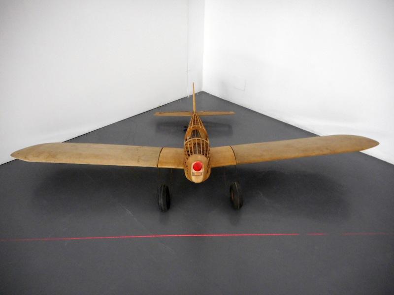 Maurizio Mochetti, Elica Infinita, 1991, lunghezza 2 m, apertura alare 2.8 m, altezza 80 cm